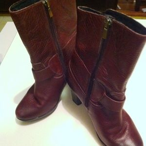 A1009 Clarks Leather Boots Cordova color